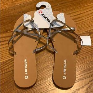 3/$25 🥳 NWT Airwalk Sandals